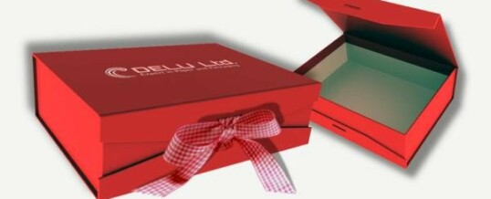 Photo box with ribbon ; Red
