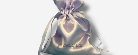 Bolsa del satén con el lazo – Perla