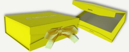 Caja para fotos con cinta atada ; Amarillo