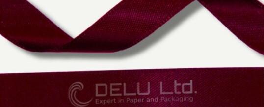 深红色丝带